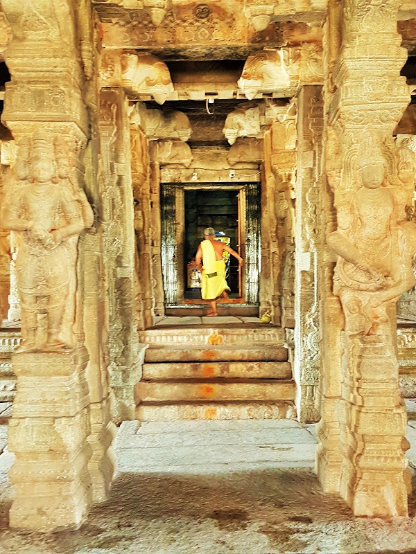 Places to visit in Lepakshi - Veerbhadra Temple